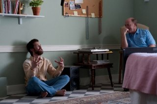 J.K. Simmons e Lou Taylor Pucci, protagonisti del film The Music Never Stopped