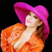 Elena Bonelli in una colorata immagine promozionale del film A Sud di New York