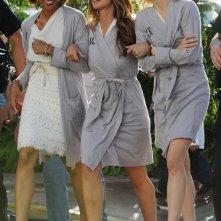 Minka Kelly, Rachael Taylor ed Annie Ilonzeh sul set del reboot di Charlie's Angels