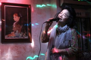 Jeong-hie Yun al karaoke in Poetry