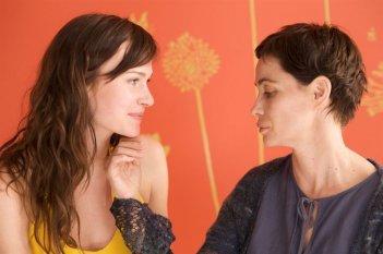 Annabelle Hettmann ed Emmanuelle Béart nel film Ma compagne de nuit