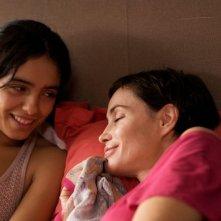 Hafsia Herzi ed Emmanuelle Béart in una scena del film Ma compagne de nuit