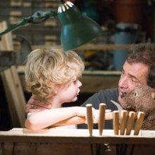 Il piccolo Riley Thomas Stewart  e Mel Gibson in Mr. Beaver