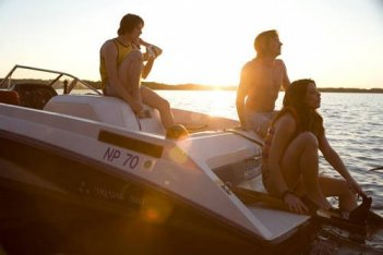 Shiloh Fernandez, Ashley Greene e Heath Freeman, protagonisti del film Skateland