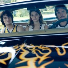Shiloh Fernandez, Ashley Greene e Taylor Handley in una scena del film Skateland