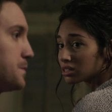 Meaghan Rath e Sam Huntington in una scena della serie Being Human