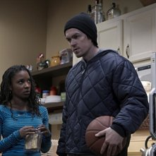 Shanola Hampton e Steve Howey in una scena dell'episodio It's Time to Kill the Turtle della serie Shameless