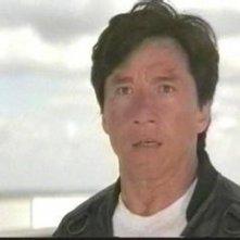 Jackie Chan in una scena del film Senza nome e senza regole