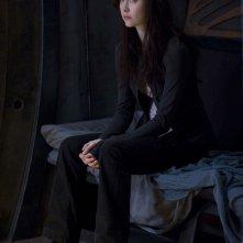 Chloe (Elyse Levesque) in una scena dell'episodio Deliverance di Stargate Universe