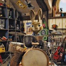 C.P. un coniglio batterista nel film Hop