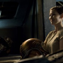 Una sorridente Jennifer Spence nell'episodio Deliverance di Stargate Universe