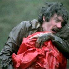 Donald Sutherland in una scena drammatica di A Venezia... un dicembre rosso shocking
