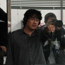 Il regista Bong Joon-Ho sul set di Mother