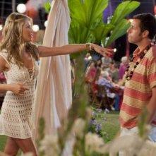 Jennifer Aniston e Adam Sandler, protagonisti del film Just Go With It
