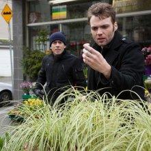 Kirk Acevedo e Seth Gabel nell'episodio Bloodline di Fringe