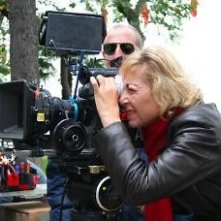 La regista Annamaria Panzera sul set del suo L'affare Bonnard con