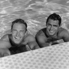 Randolph Scott e Cary Grant in piscina insieme