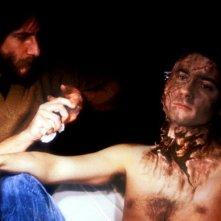 Griffin Dunne con Rick Baker sul set di Un lupo mannaro americano a Londra