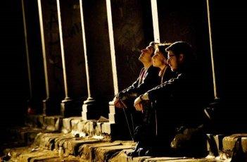 Paola Cortellesi, Paolo Ruffini e Luca Argentero in una scena del film C'è chi dice no