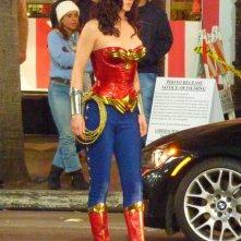 Adrianne Palicki sfoggia il costume già modificato di Wonder Woman durante le riprese della serie