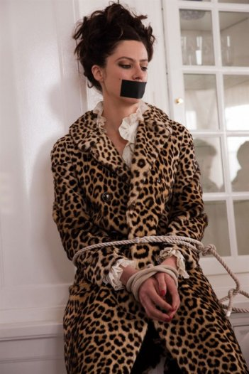 Anna Mouglalis in una scena della commedia Chez Gino