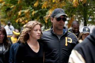 Elizabeth Banks e Russell Crowe in coppia nel film The Next Three Days