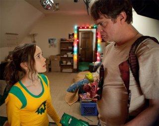 Ellen Page con Rainn Wilson nel film Super