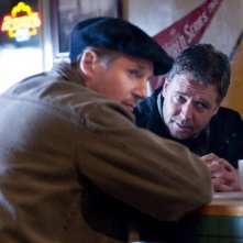 Liam Neeson con Russell Crowe nel film The Next Three Days