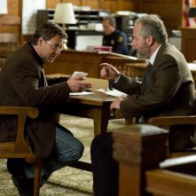 Russell Crowe e Daniel Stern in una scena del film The Next Three Days