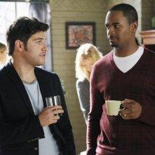 Adam Pally e Damon Wayans Jr. nel pilot di Happy Endings