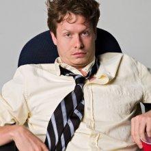 Anders Holm in un'immagine promozionale della serie Workaholics