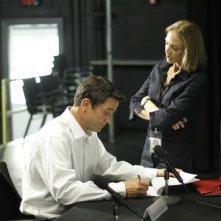 Billy Campbell e Kristin Lehman nella serie The Killing