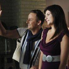 Casey Wilson e Stephen Guarino in una scena del pilot di Happy Endings
