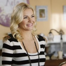 Elisha Cuthbert nell'episodio Your Couples Friends & Neighbor di Happy Endings