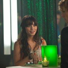 Linda (Vanessa Hudgens) parla con Kyle (Alex Pettyfer) in una scena del film Beastly