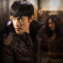Un primo piano di Lee Byung-hun in I Saw the Devil