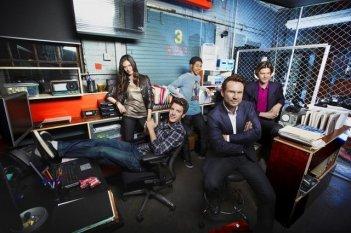 Una foto promozionale del cast della serie Breaking In