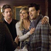 Zachary Knighton, Eliza Coupe ed Adam Pally nell'episodio Mein Coming Out di Happy Endings