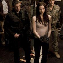 Brian J. Smith, Elyse Levesque e Julia Anderson nell'episodio Twin Destinies di Stargate Universe
