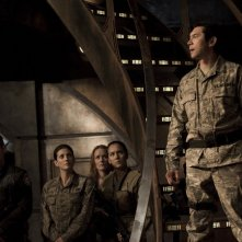 Brian J. Smith, Julia Anderson e Lou Diamond Phillips nell'episodio Twin Destinies di Stargate Universe