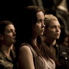 Elyse Levesque, Julia Anderson e Alaina Kalanj nell'episodio Twin Destinies di Stargate Universe