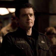 Il Col. Young (Justin Louis) nell'episodio Twin Destinies di Stargate Universe