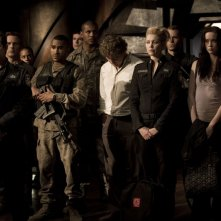 J. Louis, J.W. Smith, P. Gilmore, A. Kalanj, E. Levesque e B. J. Smith in Twin Destinies di Stargate Universe