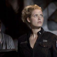 Alaina Kalanj davanti a David Blue nell'episodio Twin Destinies di Stargate Universe