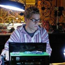 Barrett Foa a lavoro nell'episodio The Job di NCIS: Los Angeles