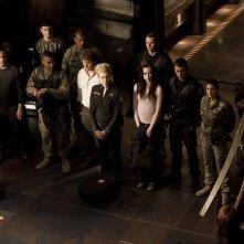 Parte dell'equipaggio della Destiny riunito nell'episodio Twin Destinies di Stargate Universe