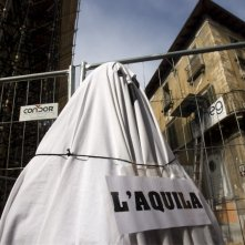 Ancora una desolante immagine delle rovine de L'Aquila in Ju tarramutu