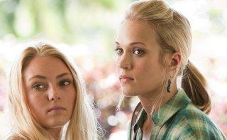 Annasophia Robb e Sonya Balmores nel film Soul Surfer