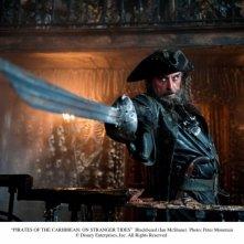 Ian McShane in una scena di Pirati dei Caraibi 4: Oltre i confini del mare