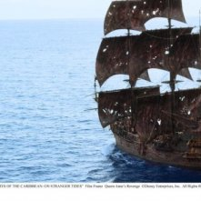 La Queen Anne's Revenge in una scena di Pirati dei Caraibi 4: Oltre i confini del mare